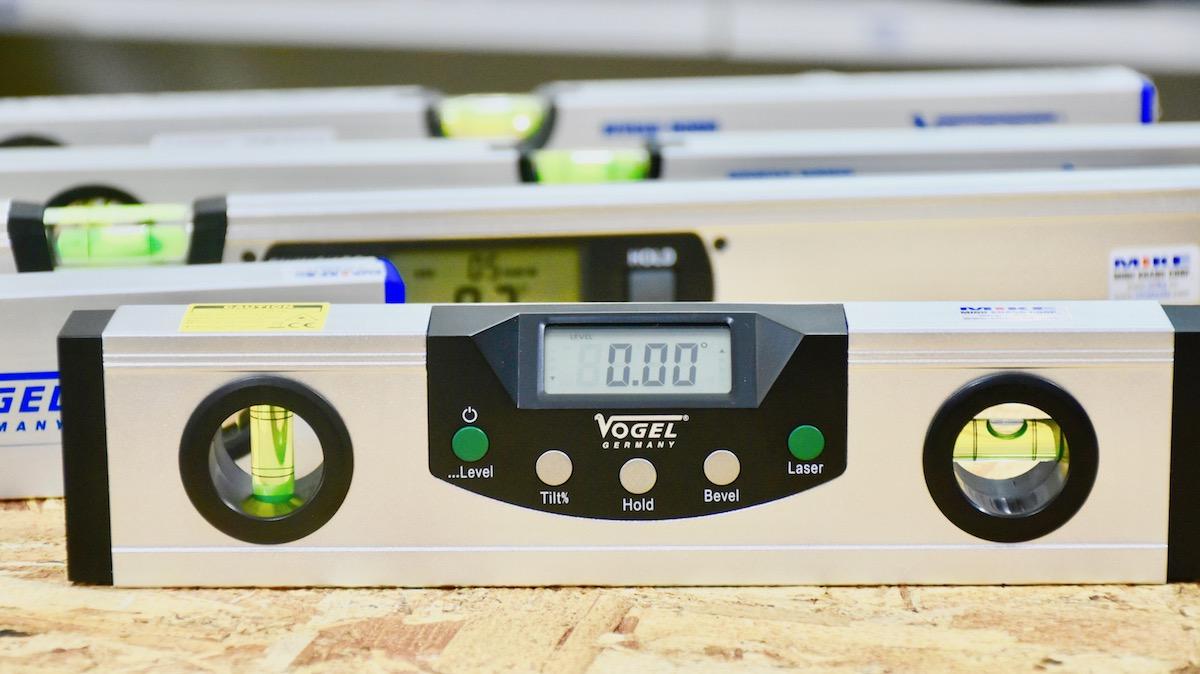 Thước thuỷ điện tử 225mm 2 tia laser, đế từ tính